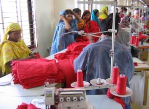 Interior d'una fàbrica tèxtil a Bangladesh, 2011 Font: jankie CC BY-NC-ND 2.0