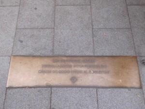 Placa a la Rambla del Poblenou, en record de les dones del Cànem Font: Herodotptlomeu CC BY-SA 3.0 es
